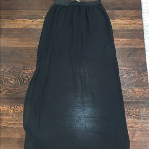 H&M black skirt with slits in side (side 6)